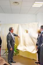 Dévoilement de la plaque d'inauguration du centre de formation international